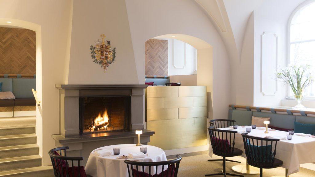 Boiserie rovere naturale per Hotel
